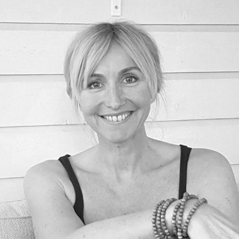 bilde av yogalærer Kathrine